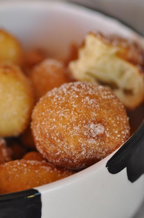 Voici une recette dénichée sur le blog de Assia. Elle promettait de jolis beignets à faire rapidement sans avoir besoin de temps de repos, j'ai voulu tenter... et je ne regrette pas du tout cet essai, bien au contraire..... J'ai juste ajouté un peu de...