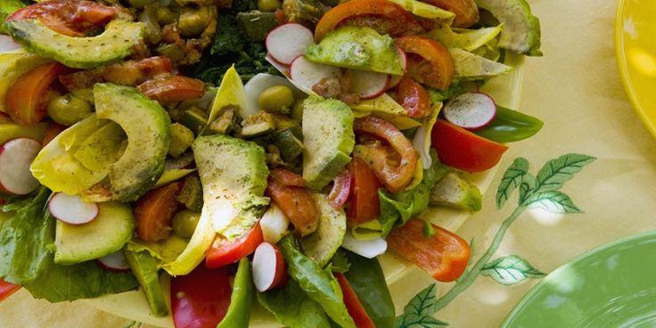 Lichte salade met linzen, avocado en cherrytomaatjes | Women's Health
