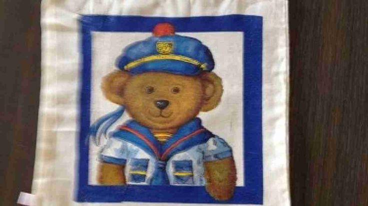 Katoenentasjes zijn bewerkt met servettentechniek.Afmeting 22 x 22 cm zonder de hengsels gemetenLeuk voor kinderen om lunch in mee te nemen naar school Brievenbuspost