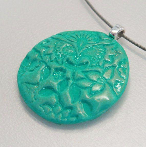 Turquoise Floral  unieke polymeer klei hanger in turquoise door MotorandTea, €7.50