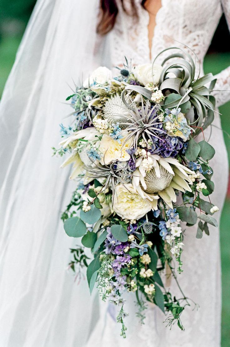 7 New Twists On the Bridal Bouquet | TheKnot.com