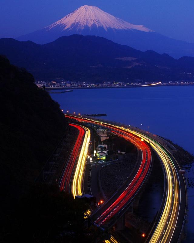 Yui Shizuoka, From Right to Left: Suruga Bay, Tomei Expressway, National Route 1, Tokaido Main Line