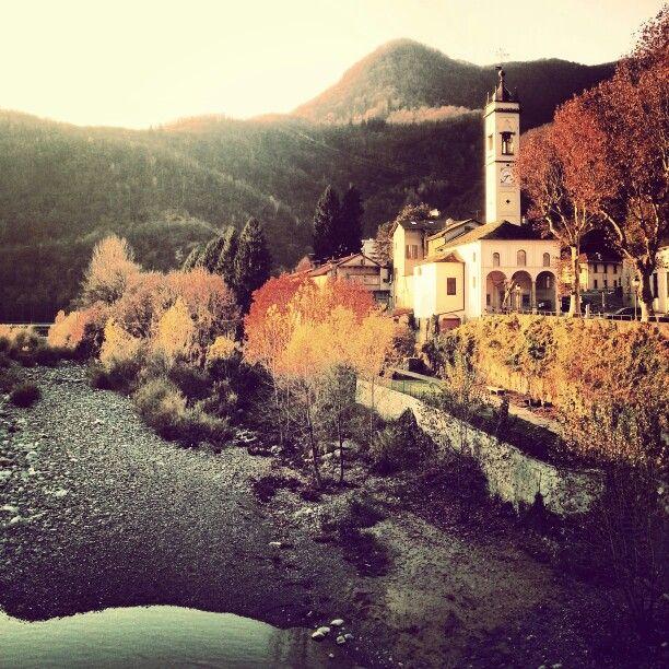 Scorcio di Varallo e del torrente Mastallone. Valsesia, Piemonte.
