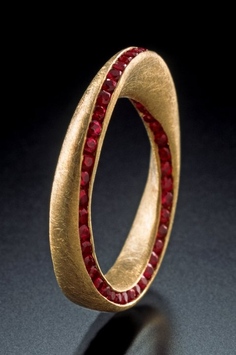 For the mathematicians: Möbius Ring by Klaus Spies, yellow gold, Burmese rubies;