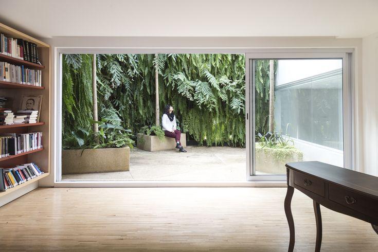 Image 12 of 20 from gallery of Jardim Paulistano Penthouse / Gabriella Ornaghi Arquitetura da Paisagem. Photograph by Rodrigo Bordigoni