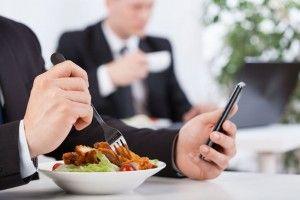 Marketing SMS w Twojej branży cz. V: gastronomia i catering biurowy http://www.smsapi.pl/blog/wiedza/marketing-sms-w-cateringu-biurowym/