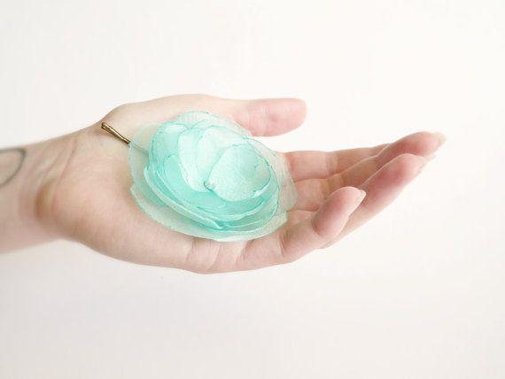 Mint organza flower hair clip with Swarovski on Etsy, 19,90€