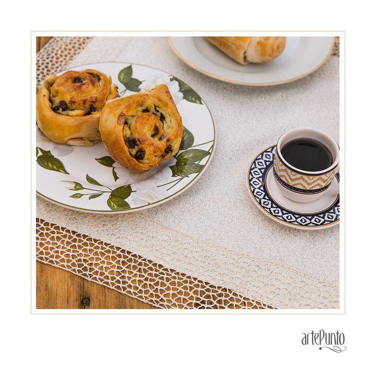 Para começar o dia com aquele cheirinho de café - e inspiração - no ar! Bom dia! 💛 #bomdia #inspiração #artepunto #omelhordoartesanato