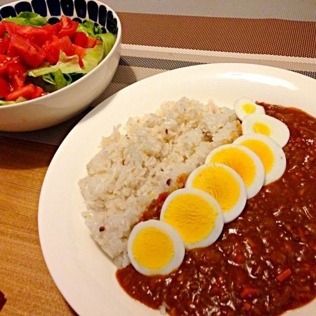 昨日のキーマカレーです(* ̄m ̄) - 26件のもぐもぐ - キーマカレーwithゆで卵、トマトサラダ by usaco123