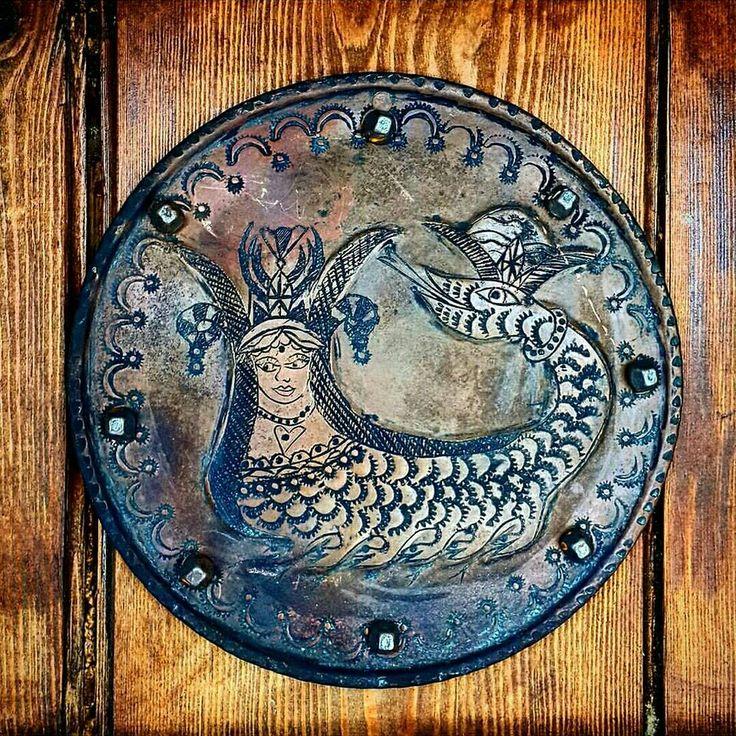 """555 Yıl önce kurulan KÜÇÜKKÖY """"YENİÇAROHORİ""""Yaşam Tarzı """"SANAT & DOĞA & TARİH & SEVGİ"""" Çizgisinden geçen GEZGİNLERİN YUVASI bir ORTA ÇAĞ KÖYÜ(1462) 15.yüzyıldan günümüze kadar uzanan tarih,doğa ve kültür katmanlarının harmanlanması bize eşsiz bir hazine sunmaktadır hayatı çözmeye çalışan sanatçı ve gezginlerin yeni rotası,yaşam tarzı """"YENİÇAROHORİ"""" sizi bekliyor olacak.Kıymetli anlar yaşamak,üretmek isterseniz yolunuz köyümüzden geçsin mutlu insanlar sizi bekliyor çünkü mutluluk bölüştükçe…"""