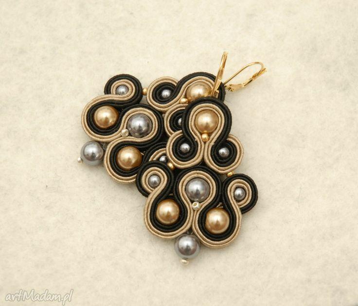 czarno-brązowe kolczyki sutasz z perełkami. $23