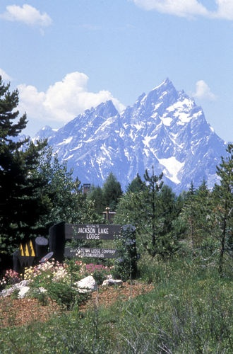 1000 images about tetons wy mountain ranges on pinterest for Headwaters cabins gran teton recensioni