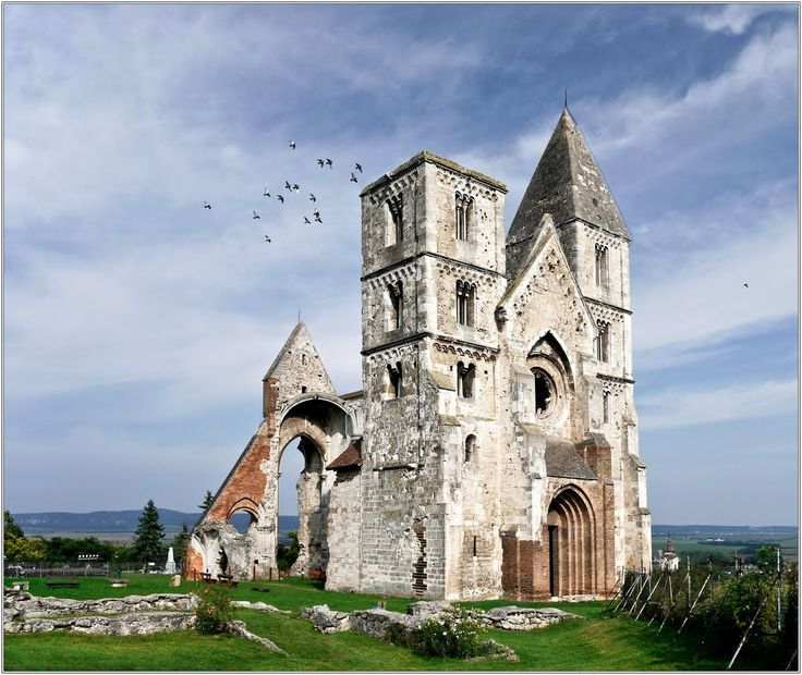 MUST VISIT!  800 years old ruin temple in Zsámbék (pr. zsham-bake) #Hungary