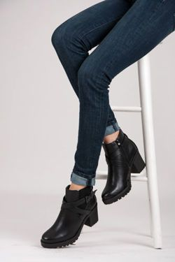 Módne čierne topánky na post s ozdobnou sponou https://cosmopolitus.eu/product-slo-50631-Modne-cierne-topanky-na-post-s-ozdobnou-sponou.html #BOTKI #cowgirls #Boho #Damska #jesenna #moda #strapce #stylových #vynimocne