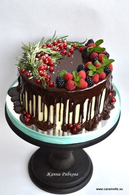 What a very beautiful cake!