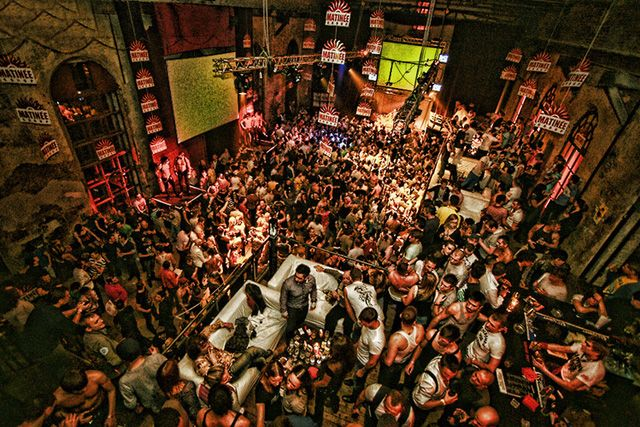 Balada Hoje? ainda da tempo:  http://www.baladassp.com.br/