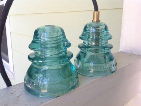 Vintage licht blauwe glazen isolator hanger lichten