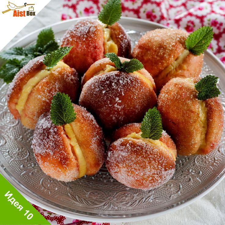 Сегодняшний рецепт приехал к нам из Тосканы, которая славится своим оливковым маслом, сырами, мясными изделиями и сладостями! Одну из таких сладостей мы предлагаем Вам приготовить. С виду похожие на персики, эти печенья покоряют своим вкусом, благодаря крему внутри. Готовим Пратские Персики!