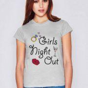 Tricou noaptea fetelor cu un concept grafic la moda potrivit pentru petrecerile intre fete sau pentru o petrecerea a burlacitelor de neuitat.  #burlacie #burlacite #club #cocktail #diamante #fete #inel #mireasa #nunta #petrecereaburlacitelor #sarut #tricou #tricouripersonalizate #tricouri