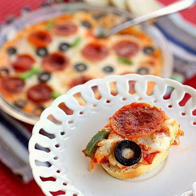 Hot pizza dip- apparently best if made a couple of days ahead... looks delish!Easy Families Recipe, Hot Pizza, Dips Recipe, Dips Yummmm, Parties Eating, Favorite Recipe, Pizza Dips, Parties Food, Cooking Photos