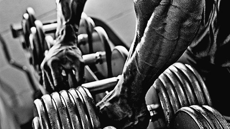 Big-forearms-crushing-grip