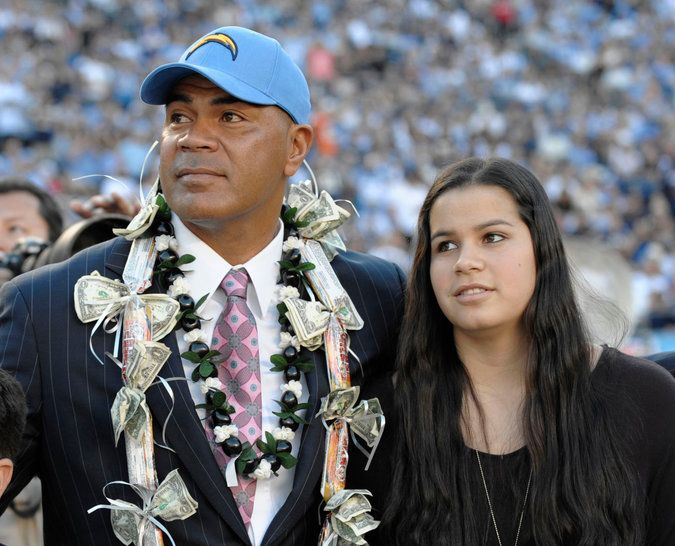 In Compromise, Pro Football Hall of Fame Offers to let Junior Seau's Daughter Speak at Ceremony - The New York Times