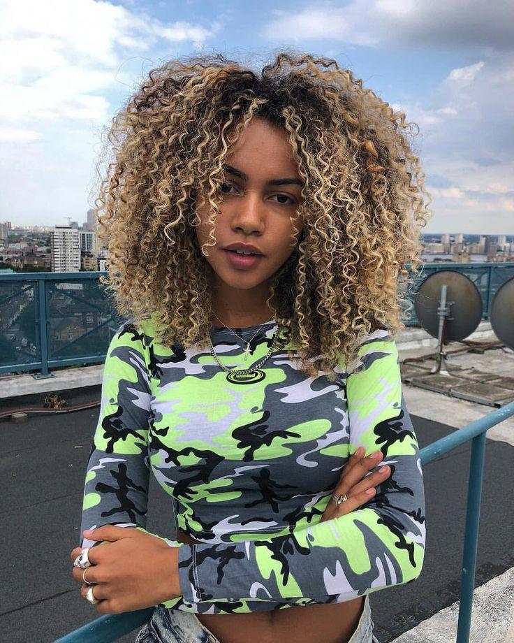 Est-ce que quelqu'un peut vraiment me voir dans tout ça? #ombrecurlyhair   – ombre curly hair