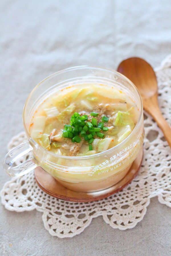 大豆ピューレに味噌&中華スープを足した濃厚な、ごまみそスープです。     大豆ピューレは大豆をピューレ状にしたものですが、ない場合は、加える水を豆乳に変えてください。    電子レンジで3分加熱するだけ。  1人分を、少し大きめのマグカップで作れるレシピです。