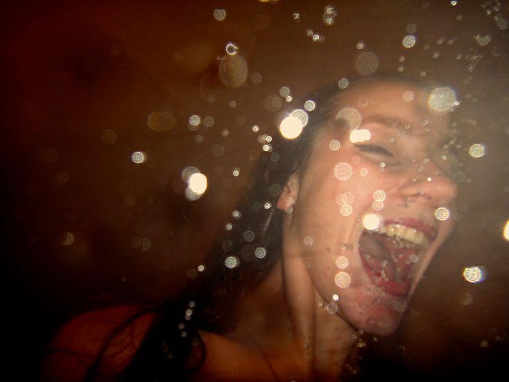 Ung dansk kvindelig fotograf imponerer med afklædte selvportrætter