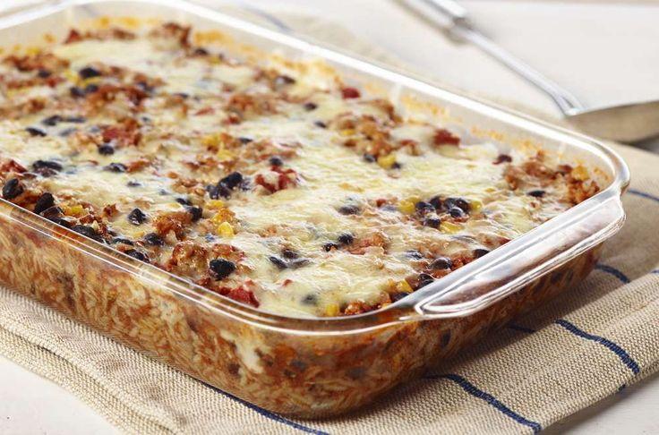 Casserole mexicaine, avec riz, dindon haché, haricot noirs, maïs et tomates. Se prépare en 5 minutes seulement! 2,21$ par portion.