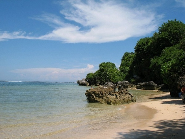 Hais beach    Hais Beach is located in the district Belang, South Minahasa North Sulawesi. The positioning is not far from the village molompar or watuliney which is usually used as a major tourist destination by local tourists. Many things can be found on the beach, such as an annual event or festival.