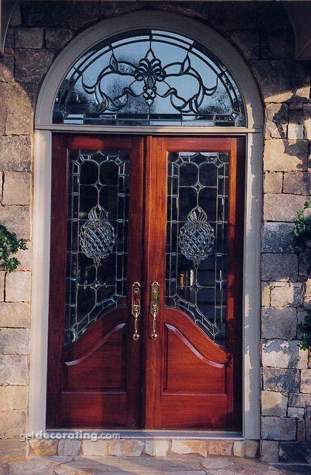 Puerta de entrada delantera puerta de entrada puerta de for Arcos de madera para puertas