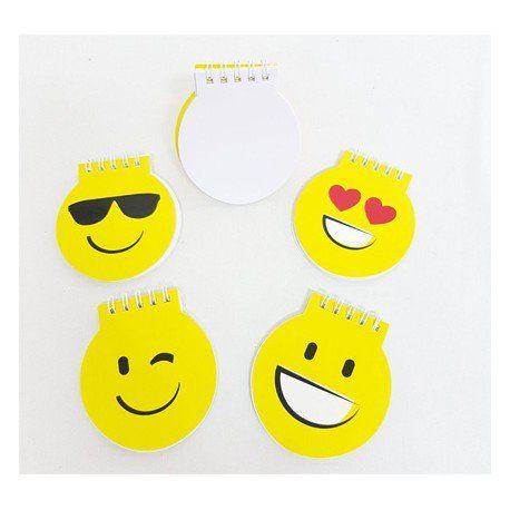 """Regalos para niños. Originales libretas en amarillo, con la carita """"smile"""", diferentes modelos. Medida: 8 x 9 cm #cumpleaños #emoji #regalosbaratoscumpleaños #regalos #regalosinfantilesparaelcolegio #niños #futbol #balon #detallesniñosboda #chuches #detallescumpleañosinfantil #huchas #regalosinfantilesboda #regalosparalosniñoscomunion #regalosinfantilesbautizo #regalosparainvitadosdecomunion"""