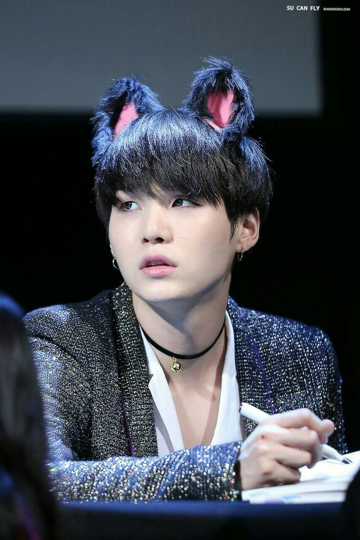 So I searched up cute Asian babies and this photo of Yoongi shows up Hahahah he's so cute