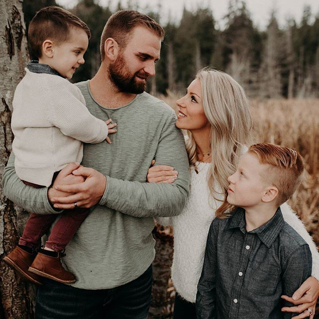 Family sessions are winning my heart over alllll over again. ❤  The Hamilton family's style 👌😍 #lauraolsonphotography  Vancouver BC Family Photographer - Sunshine Coast BC Photographer - Laura Olson Photography   www.lauraolsonphoto.com