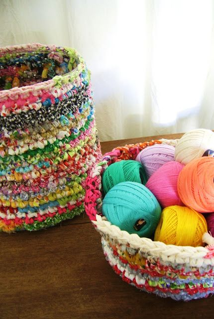 silly old suitcase: DIY-Tutorial; gehaakte vaas, pot of mand...crocheted vase, pot or basket...