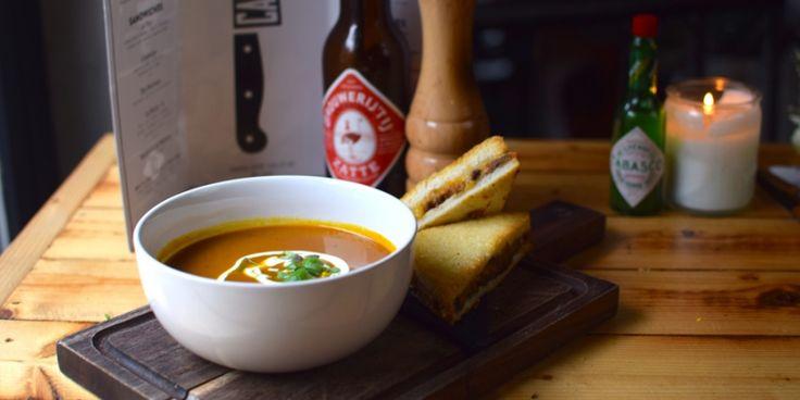 Le soupe, heet 'ie bij restaurant Cannibale Royale in Amsterdam, waar je de lekkerste burgers eet. Maar dus ook deze pompoensoep. Dit is het recept.
