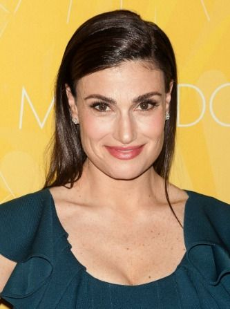 "Idina Menzel defends her shaky performance of ""Let It Go"""