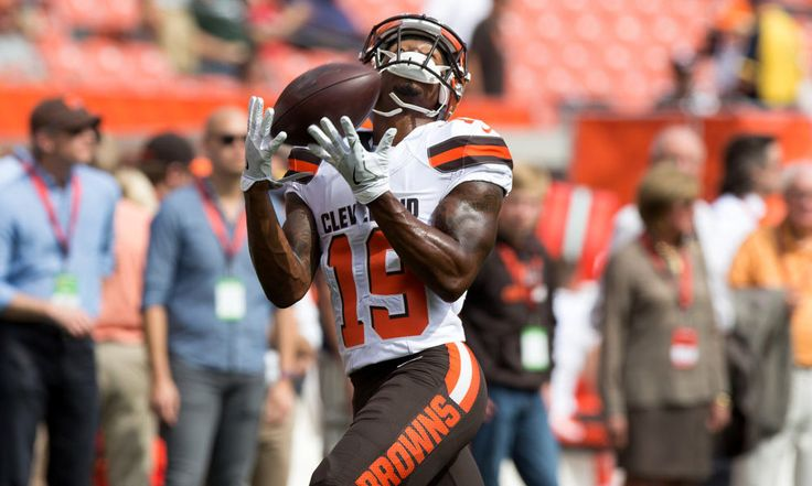 Browns' new LB Jamie Collins and WR Corey Coleman will play Sunday = The 0-8 Cleveland Browns will get some much-needed reinforcements when they play the Dallas Cowboys this Sunday. According to head coach Hue Jackson, newly acquired linebacker Jamie Collins and rookie wide receiver Corey.....