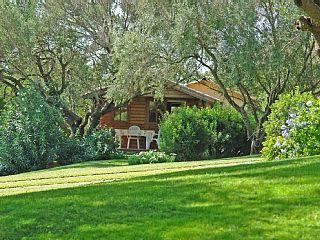 Angel chalet in Arzachena: 0 Schlafzimmer, für bis zu 2 Personen. Costa Smeralda - Romantische Häuschen für 2 Personen im großen Garten eingebette | FeWo-direkt