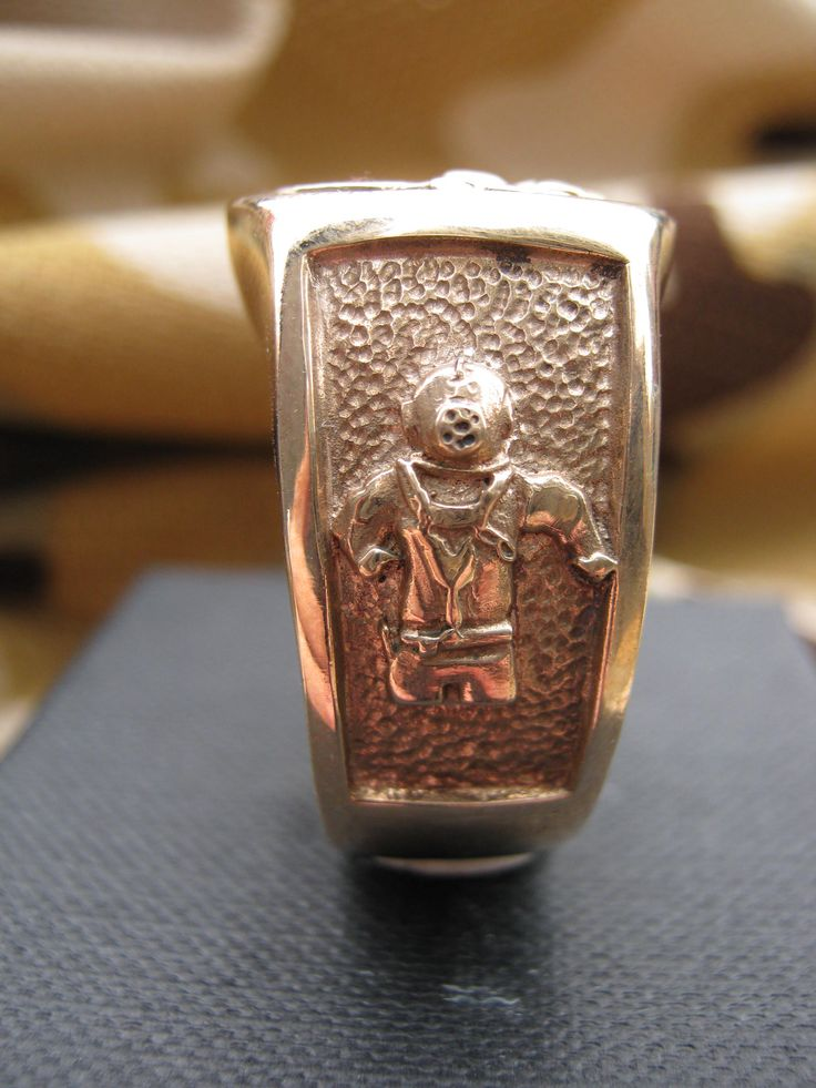 Signet Ring Side View - Image of Standard Diving Equipment.