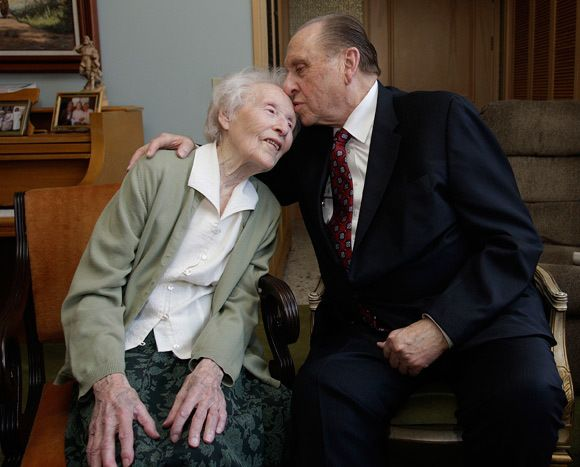 President Monson Shares a Touching Note That All Women in the Church Need to Hear