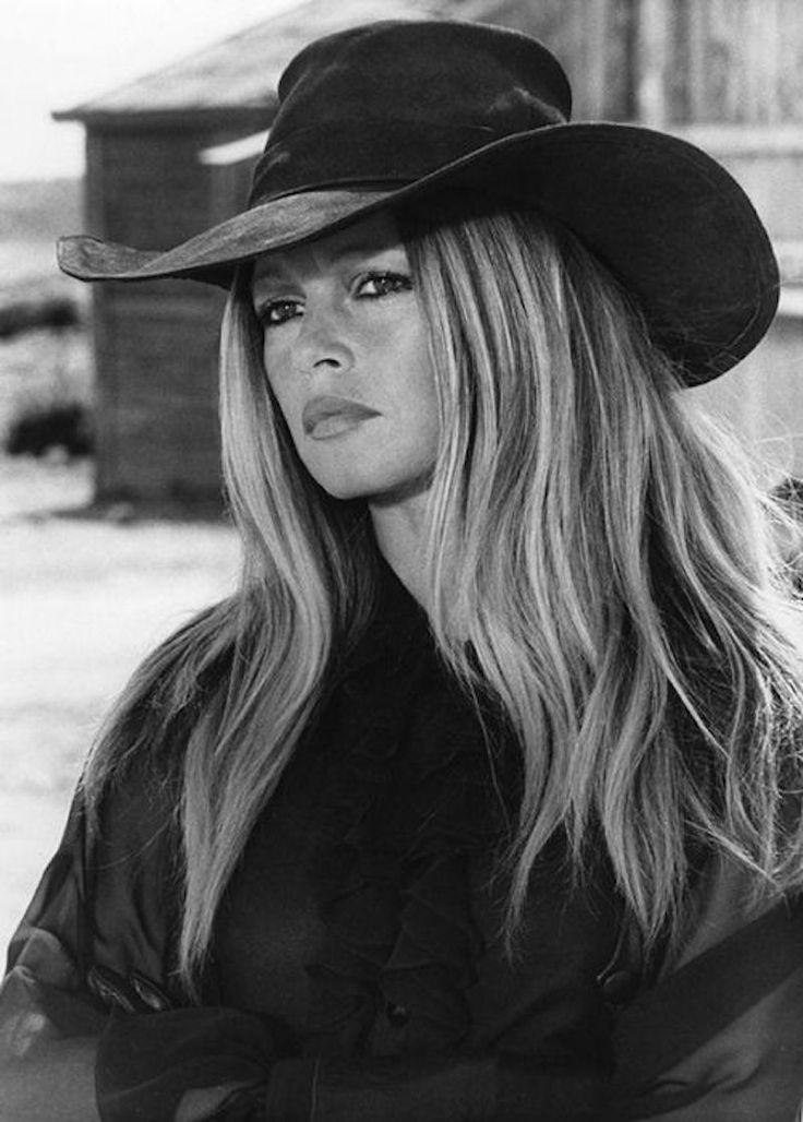 Bandit Babes of the Wild West - Brigitte Bardot straight scowlin' in Les Petroleuses (1971)