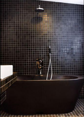 matte black tiles: Bathroom Design, Black Bathroom, Bathtubs, Bathroomdesign, Black Tile, Bathroom Ideas, Bathroom Interiors Design, Blackbathroom, Design Bathroom
