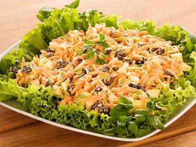 Imagem da receita Salada de vegetais com uvas-passas
