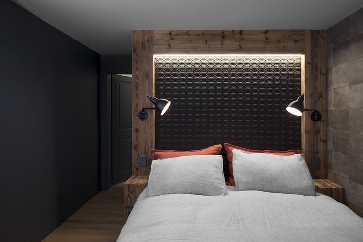 Rénovation d'une appartement à Verbier par @alparchitecture  #verbier #appartement #bedroom #wood #cosy #bois #bed #lits #architecture #alp #architecture #gris #renovation #flat