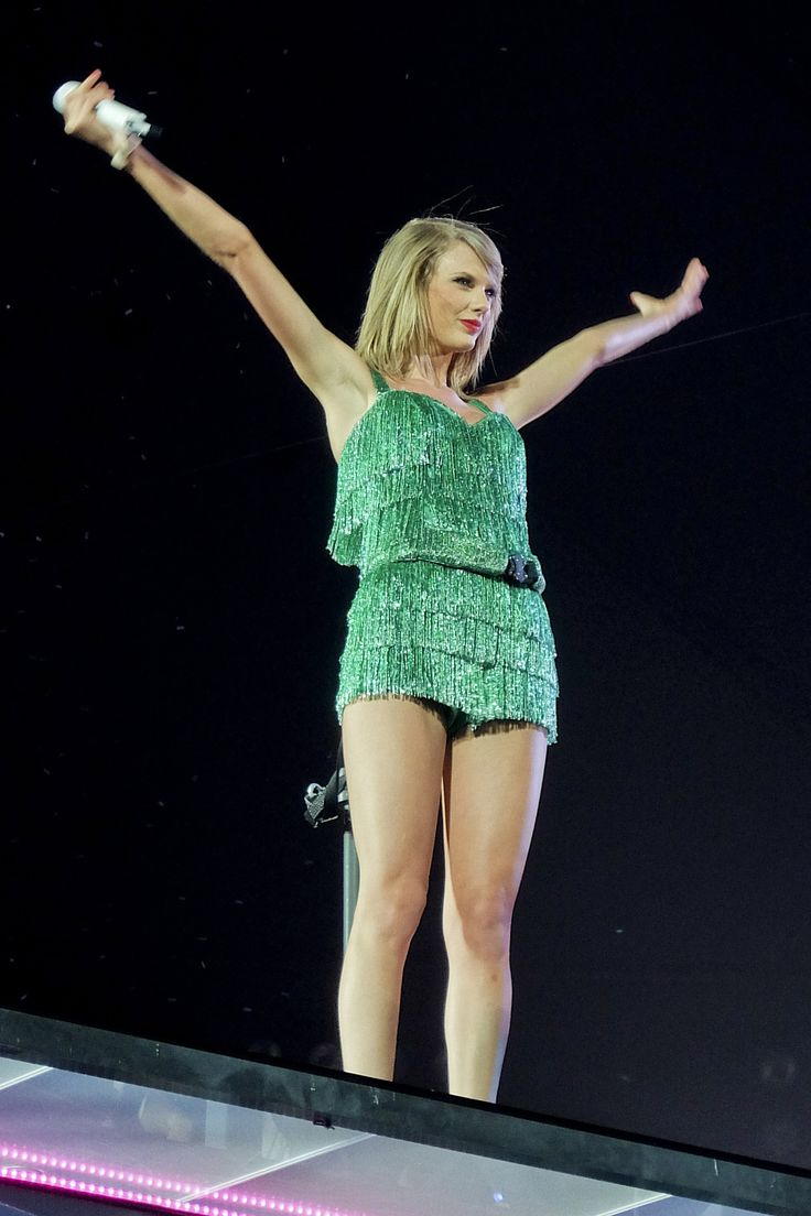 1989 Tour. Finally saw Taylor Swift at a sold out show last week. Amazing! Still wonderstruck...
