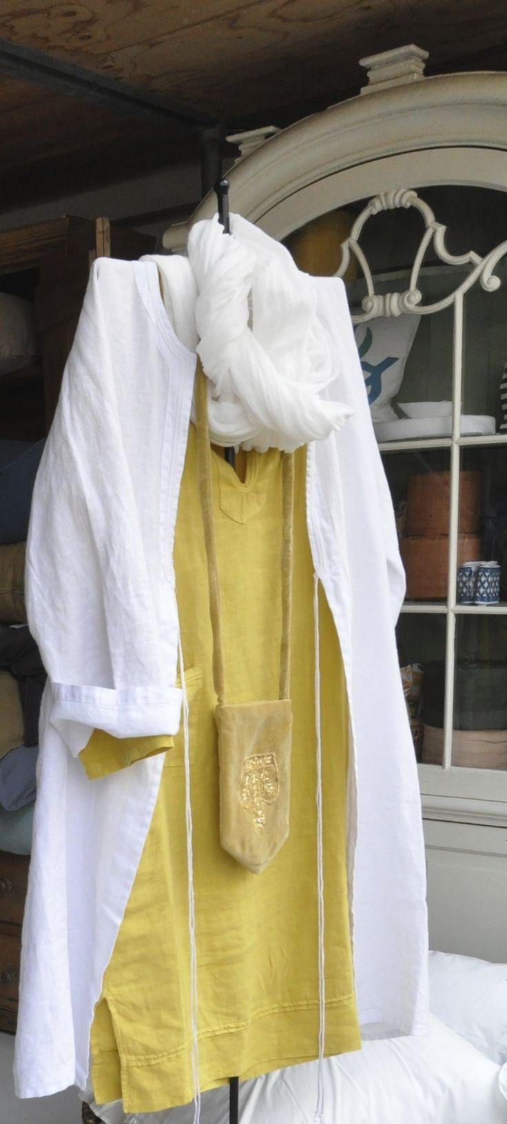 Linnen jurken gezien bij Cotton & Silk in Den Haag