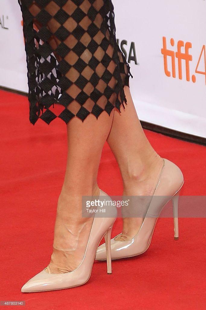 Photo d'actualité : Sandra Bullock, shoe detail, attends the premiere...