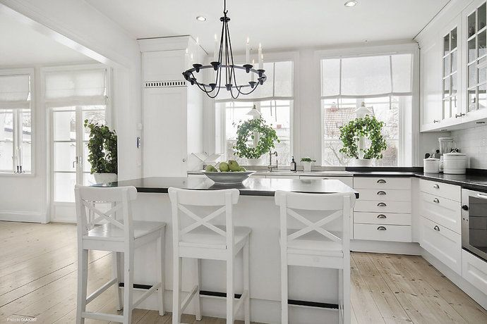 Simple, light, ample counter work space